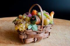 Καλάθι φρούτων του κεριού Στοκ εικόνες με δικαίωμα ελεύθερης χρήσης