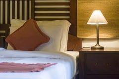 Καλά διακοσμημένο δωμάτιο κρεβατιών στοκ εικόνες με δικαίωμα ελεύθερης χρήσης