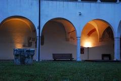 Καλά και arcades του ιστορικού παλατιού του Treviso στο Βένετο (Ιταλία) Στοκ Εικόνες