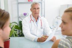 καλές ειδήσεις γιατρών στοκ εικόνες με δικαίωμα ελεύθερης χρήσης