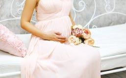 καλή έγκυος γυναίκα Στοκ Φωτογραφία