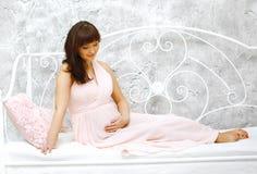καλή έγκυος γυναίκα Στοκ εικόνα με δικαίωμα ελεύθερης χρήσης