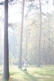 Καλή νύφη υπαίθρια σε ένα δάσος Στοκ Εικόνα