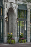 Καλή περίκομψη πόρτα πετρών στη στο κέντρο της πόλης Ινδιανάπολη, ΜΕΣΑ Στοκ Φωτογραφίες