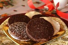 Καλή στενή επάνω εικόνα των μπισκότων και του φλιτζανιού του καφέ Χριστουγέννων Στοκ φωτογραφίες με δικαίωμα ελεύθερης χρήσης