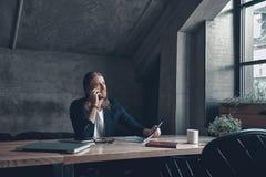 Καλή συζήτηση με τον πελάτη Στοκ φωτογραφίες με δικαίωμα ελεύθερης χρήσης