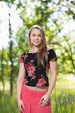 Καλή χαμογελώντας γυναίκα Στοκ εικόνες με δικαίωμα ελεύθερης χρήσης