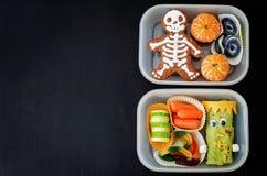Καλαθάκια με φαγητό για τα παιδιά υπό μορφή τεράτων Στοκ φωτογραφία με δικαίωμα ελεύθερης χρήσης