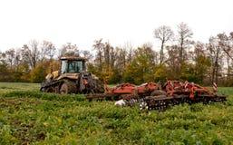 Καλλιέργεια τρακτέρ Στοκ εικόνες με δικαίωμα ελεύθερης χρήσης
