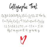 Καλλιγραφική πηγή με τους αριθμούς, ampersand και τα σύμβολα διανυσματική απεικόνιση