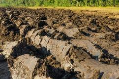 καλλιεργήσιμο γήινο καλό έδαφος ανασκόπησης που οργώνεται Στοκ Εικόνες