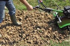 Καλλιεργήστε το έδαφος με τα μηχανήματα Στοκ φωτογραφίες με δικαίωμα ελεύθερης χρήσης