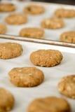 Καλλιεργημένη εικόνα των μπισκότων με τα καρύδια στοκ φωτογραφία