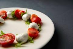 Καλλιεργημένη φωτογραφία της caprese σαλάτας στοκ φωτογραφία με δικαίωμα ελεύθερης χρήσης