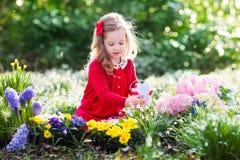 καλλιεργώντας κορίτσι &epsil Στοκ Εικόνες