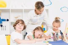 Καλλιτέχνες λίγων παιδικών σταθμών στην εργασία Στοκ φωτογραφίες με δικαίωμα ελεύθερης χρήσης