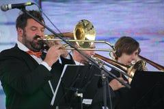 Καλλιτέχνες απόδοσης, ορχήστρα, σύνολο ορείχαλκου οργάνων αέρα kronwerk Στοκ εικόνες με δικαίωμα ελεύθερης χρήσης