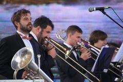 Καλλιτέχνες απόδοσης, ορχήστρα, σύνολο ορείχαλκου οργάνων αέρα kronwerk Στοκ φωτογραφίες με δικαίωμα ελεύθερης χρήσης