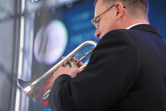 Καλλιτέχνες απόδοσης, ορχήστρα, σύνολο ορείχαλκου οργάνων αέρα kronwerk Στοκ Φωτογραφίες