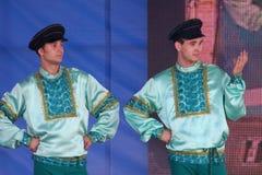 Καλλιτέχνες απόδοσης, soloists στρατιωτών και χορευτές του τραγουδιού και σύνολο χορού της έδρας της βορειοδυτικής στρατιωτικής π Στοκ Φωτογραφία