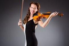 Καλλιτέχνης γυναικών με το βιολί Στοκ εικόνες με δικαίωμα ελεύθερης χρήσης