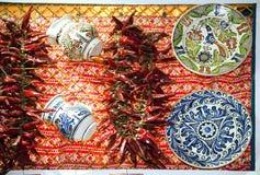 Καλλιτεχνικά παραδοσιακά λαϊκά αντικείμενα και κόκκινο τέχνης - καυτός πικάντικος οργανικός Στοκ Φωτογραφίες