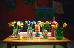 Καλλιτεχνικές εργασίες των μικρών παιδιών Στοκ εικόνα με δικαίωμα ελεύθερης χρήσης