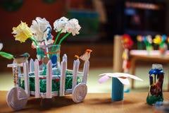 Καλλιτεχνικές εργασίες των μικρών παιδιών Στοκ Εικόνες