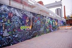 Καλλιτεχνικός τοίχος γκράφιτι στο μ-πραγματικό σχέδιο χαρτοκιβωτίων Tako, Τάμπερε Στοκ εικόνα με δικαίωμα ελεύθερης χρήσης