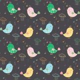 Καλλιτεχνικό άνευ ραφής σχέδιο με τα ζωηρόχρωμα πουλιά, τις σημειώσεις και το βροχερό γ απεικόνιση αποθεμάτων