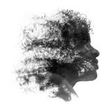 Καλλιτεχνικό πορτρέτο μιας νέας αφρικανικής γυναίκας Στοκ φωτογραφίες με δικαίωμα ελεύθερης χρήσης