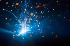 Καλλιτεχνικό φως σπινθήρων συγκόλλησης Στοκ Φωτογραφίες
