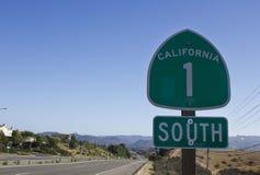 Καλιφόρνια 1 οδικό σημάδι εθνικών οδών, οδός και τοπίο Στοκ Εικόνα