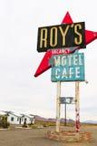 Καλιφόρνια, το μοτέλ του Roy ` s και το σημάδι καφέδων στοκ εικόνες