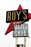 Καλιφόρνια, το μοτέλ του Roy ` s και το σημάδι καφέδων στοκ φωτογραφία με δικαίωμα ελεύθερης χρήσης