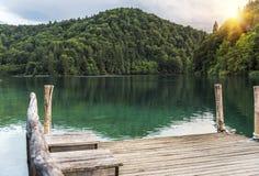 καλοκαίρι αποβαθρών λιμνών βραδιού Λίμνες Plitvice το βράδυ Στοκ φωτογραφίες με δικαίωμα ελεύθερης χρήσης
