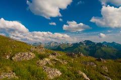 Καλοκαίρι ημέρας βουνών Στοκ Εικόνες