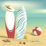 Καλοκαίρι Ιστιοσανίδες και σφαίρα παραλιών Θάλασσα ελεύθερη απεικόνιση δικαιώματος