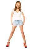 καλοκαίρι μόδας Αρκετά προκλητικό κορίτσι στα σορτς τζιν Στοκ φωτογραφίες με δικαίωμα ελεύθερης χρήσης