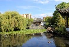 καλοκαίρι παλατιών κήπων τ Στοκ φωτογραφία με δικαίωμα ελεύθερης χρήσης