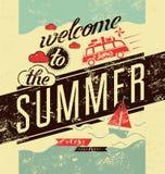 καλοκαίρι στην υποδοχή Τυπογραφική αναδρομική αφίσα grunge επίσης corel σύρετε το διάνυσμα απεικόνισης απεικόνιση αποθεμάτων