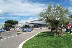Καλοκαίρι 2016 της Ρώμης, Ιταλία †« Αυτοκίνητο αστυνομίας (Polizia) στην είσοδο αερολιμένων Ciampino Στοκ φωτογραφία με δικαίωμα ελεύθερης χρήσης