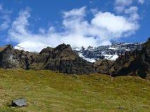 Καλυμμένα χιόνι βουνά από το στρατόπεδο βάσεων Annapurna Στοκ Εικόνες