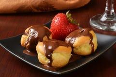 Καλυμμένες σοκολάτα ριπές κρέμας βανίλιας Στοκ φωτογραφία με δικαίωμα ελεύθερης χρήσης
