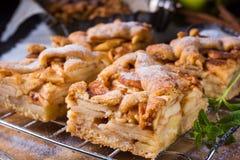 καλυμμένες φέτες ζελατίνας κέικ μήλων Στοκ φωτογραφία με δικαίωμα ελεύθερης χρήσης