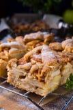 καλυμμένες φέτες ζελατίνας κέικ μήλων Στοκ Φωτογραφίες