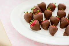 Καλυμμένες φράουλες σοκολάτας γάλακτος Στοκ Φωτογραφία