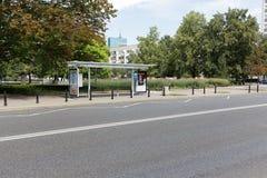 Καλυμμένη στάση λεωφορείου στη Βαρσοβία Στοκ Φωτογραφία