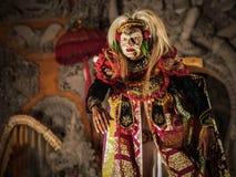 Καλυμμένος χορευτής που εκτελεί τον παραδοσιακό χορό Topeng Tua σε Ubud, Μπαλί Στοκ φωτογραφίες με δικαίωμα ελεύθερης χρήσης