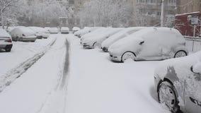 καλυμμένο αυτοκίνητα χιόνι απόθεμα βίντεο